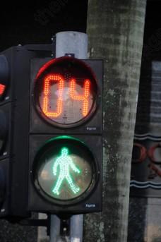 5247643650_4_traffic-light-robot-stop-light